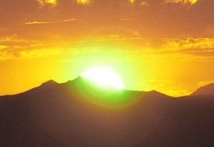 un rayon vert provient du soleil